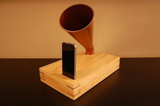 Усилитель звука телефона в ретро стиле