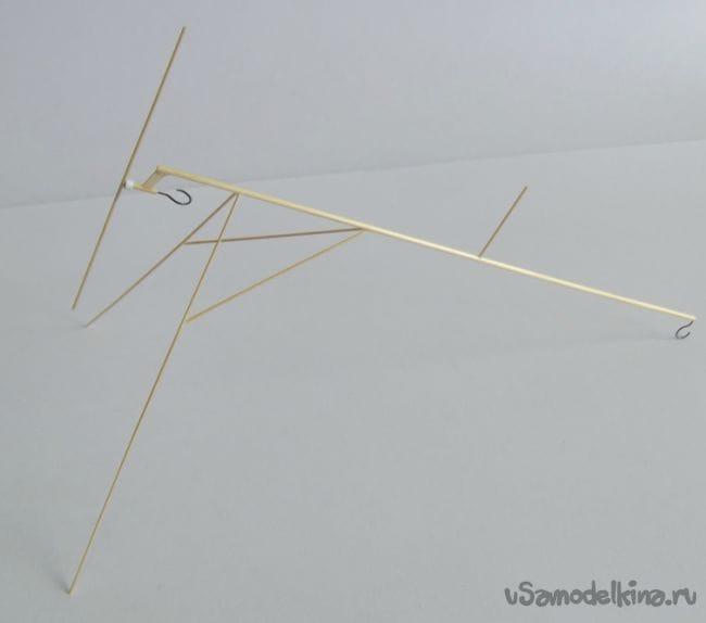 Резиномоторный самолетик из соломы