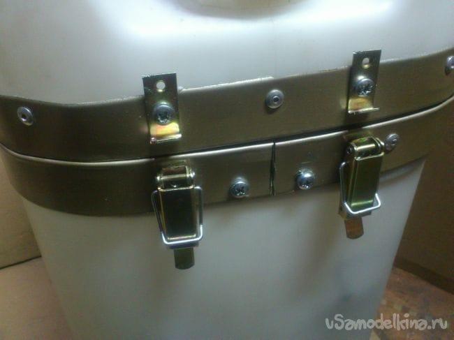 Ящик для сварочного комплекта из канистры