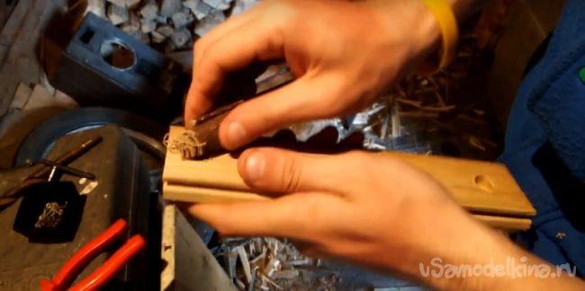 Токарный станок по дереву с двигателем от швейной машинки
