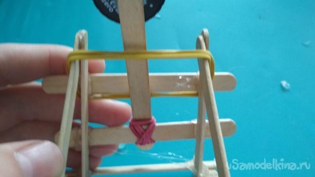 Как сделать мощную, но небольшую катапульту из палочек от мороженного своими руками!