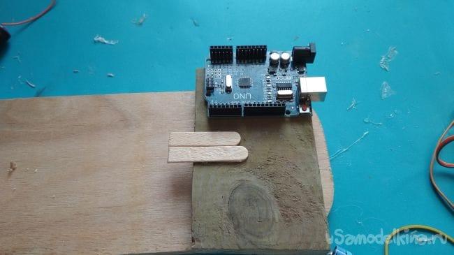 Как сделать простого робота на Arduino Uno который «играет» в игру Stak