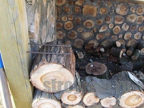 Детский домик из спилов дерева
