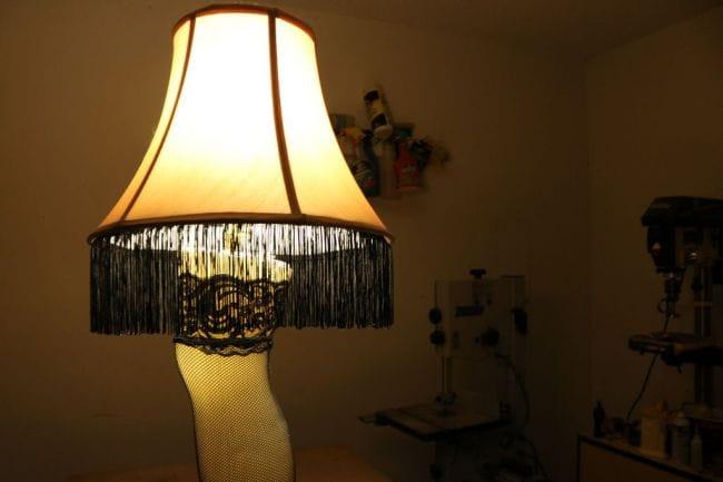 Пикантная настольная лампа