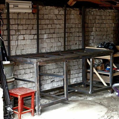 Прочный и надежный верстак для гаража своими руками