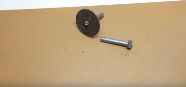 Мини бормашинка и режущий инструмент к ней