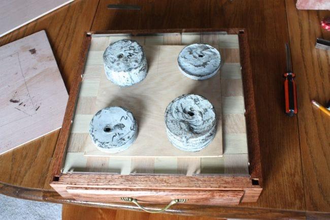 Шахматы с игровой доской и ящиком для хранения