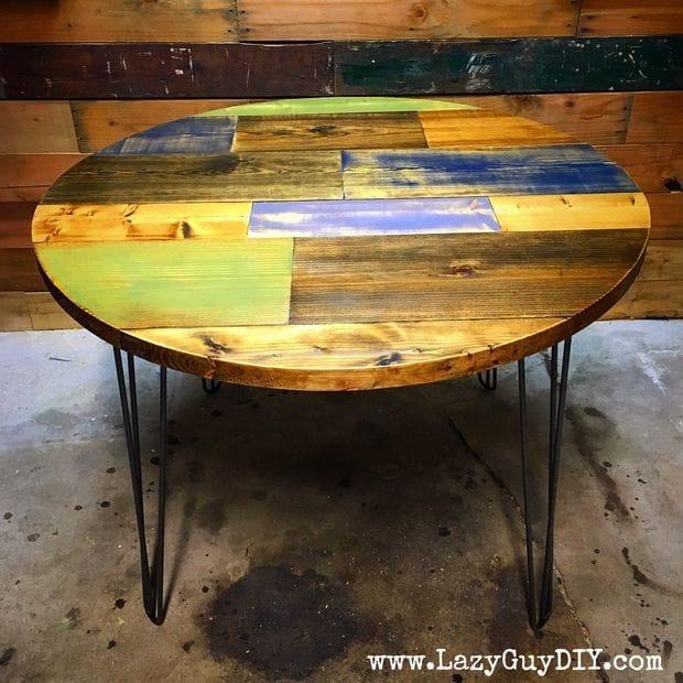 Круглый деревянный разноцветный стол