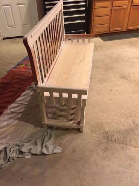 Современная лавка для прихожей из детской кроватки
