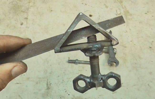 Инструмент для восстановления резьбы на болтах