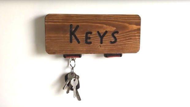 Ключница с замками от ремней безопасности