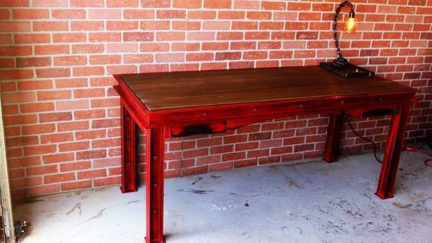 Рабочий стол в индустриальном стиле