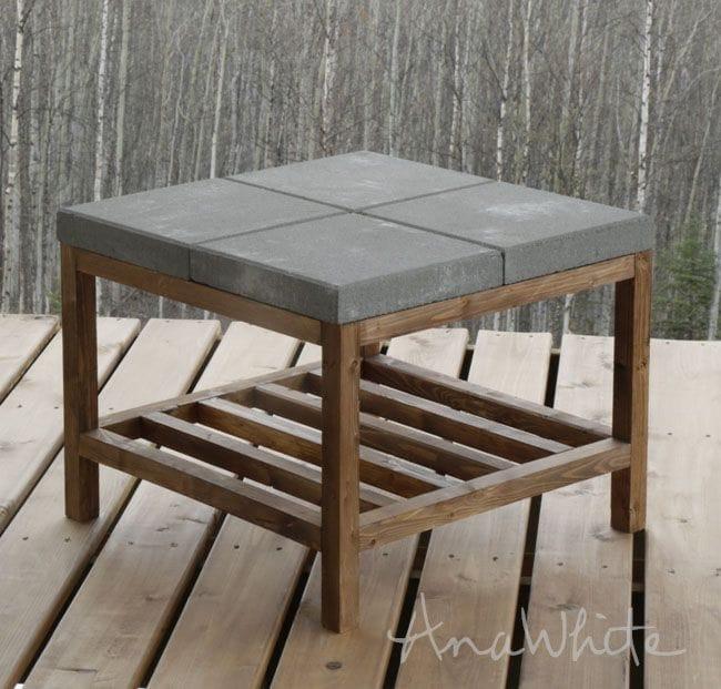 Уличный столик с бетонной столешницей