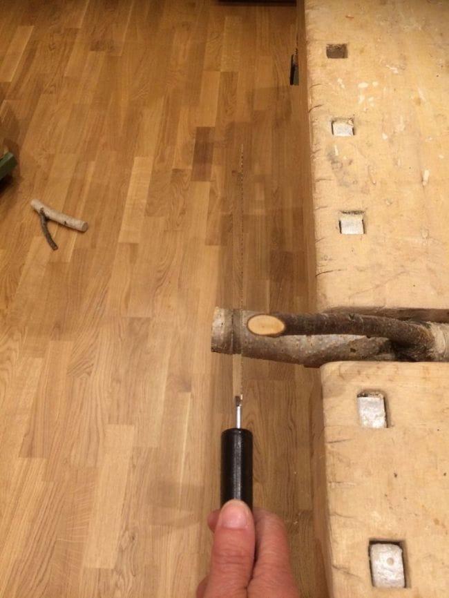 Вешалка-полка из сучьев дерева