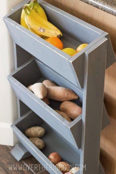 Деревянный стенд для овощей и фруктов