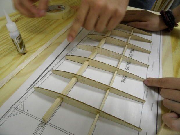 Как сделать самолет на солнечных панелях