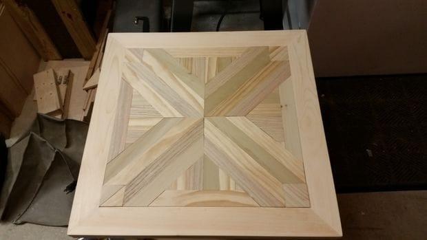 Деревянный стол с наборной столешницей