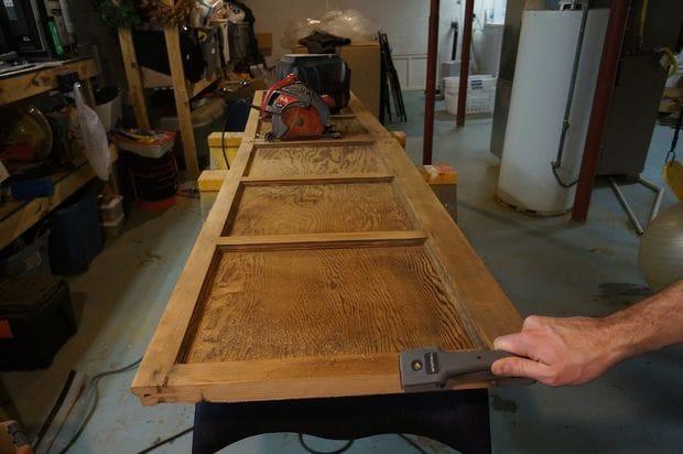 Обеденный стол из гаражной двери