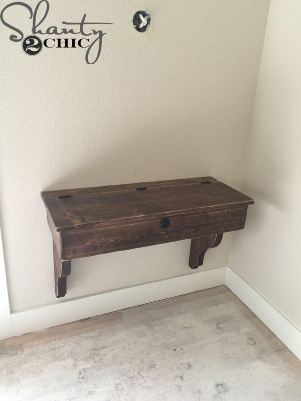 Небольшой навесной столик