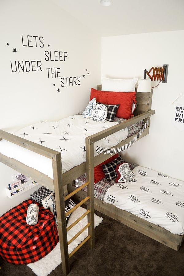 Двухъярусное спальное место в детской