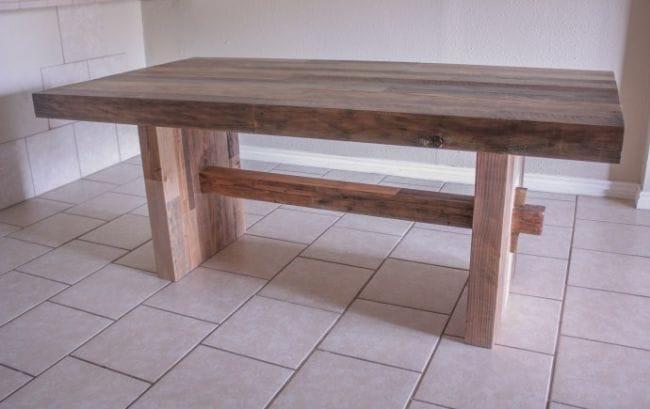 Обеденный стол из бруса