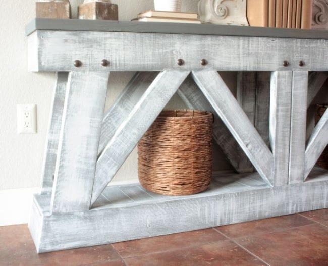 Стол-консоль в деревенском стиле
