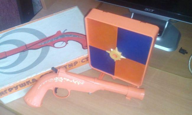 Лучевое оружие для детского светотира с кремниевыми замками