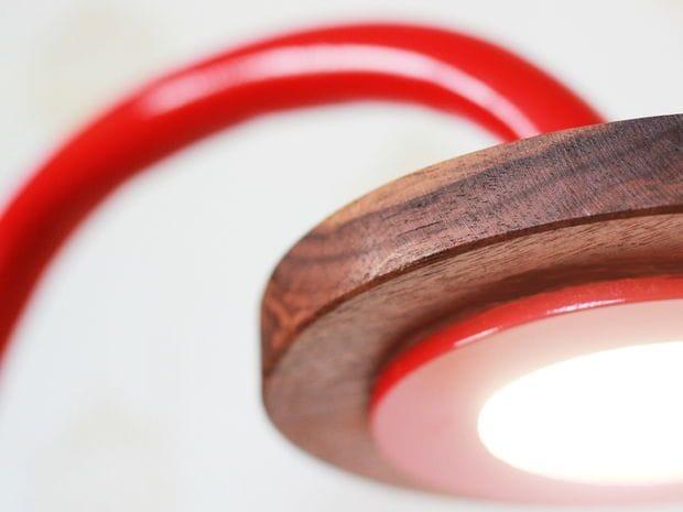 Настольная лампа из ПВХ-трубы и дерева