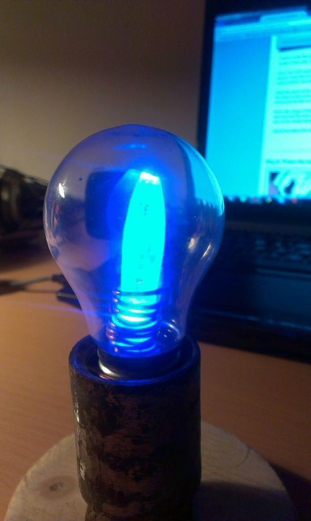 Оригинальный ночник из лампы накаливания