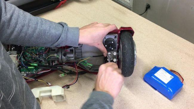 Самокат с электроприводом из старого гироскутера