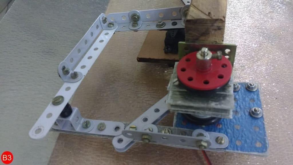 Самодвижущийся робот с управлением от ноутбука