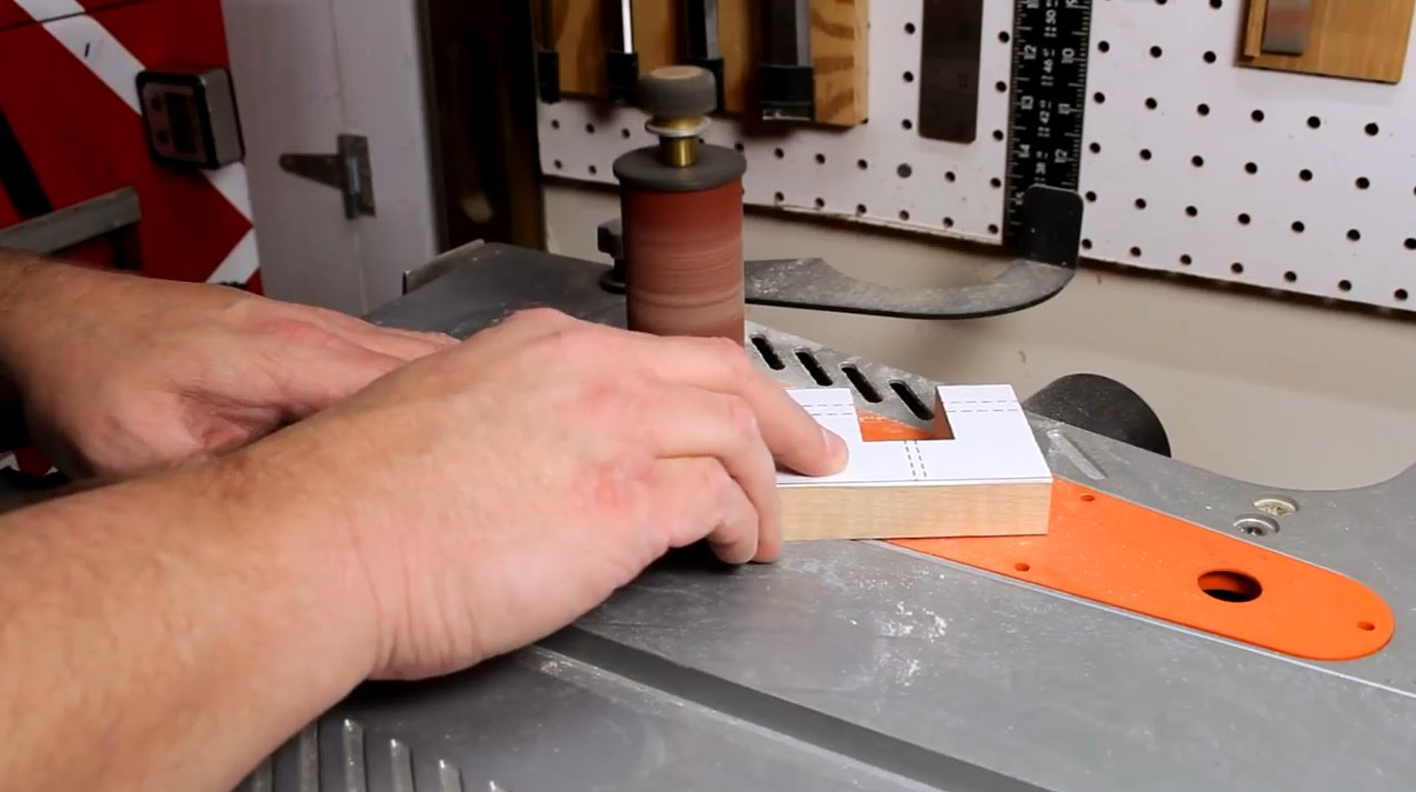 Настенное крепление для ноутбука с шарнирным кронштейном