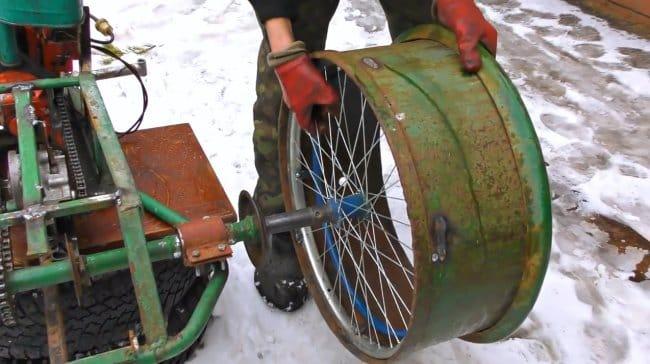 Снегоход - Вездеход из бензопилы, велосипеда, и камер от камаза