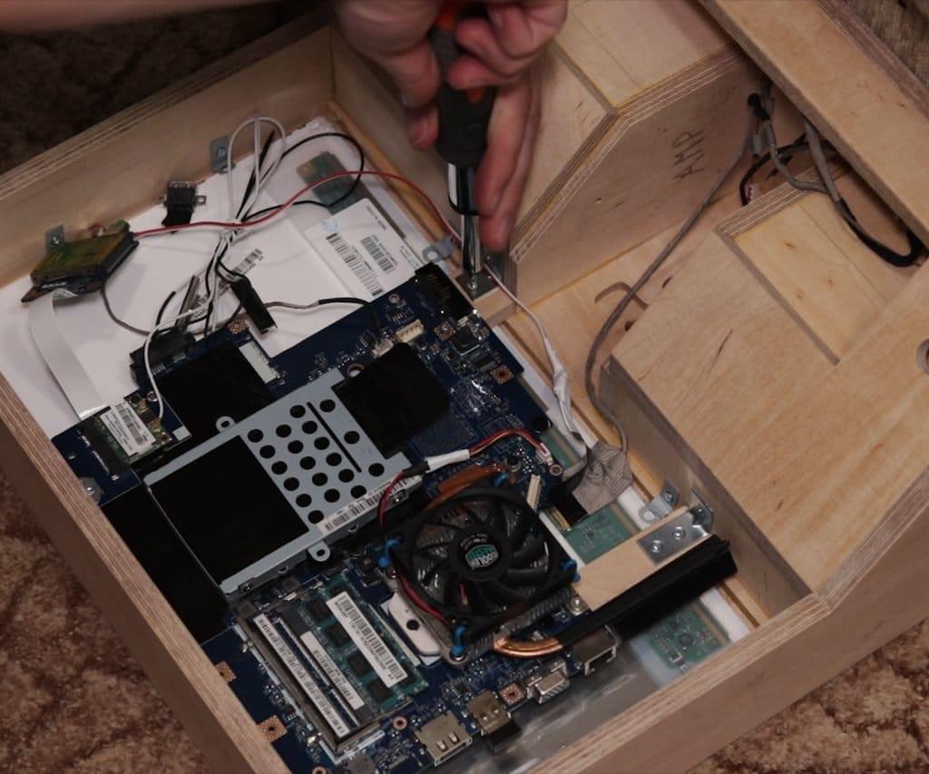 Переделка старого ноутбука в мультимедийный центр в стиле ретро