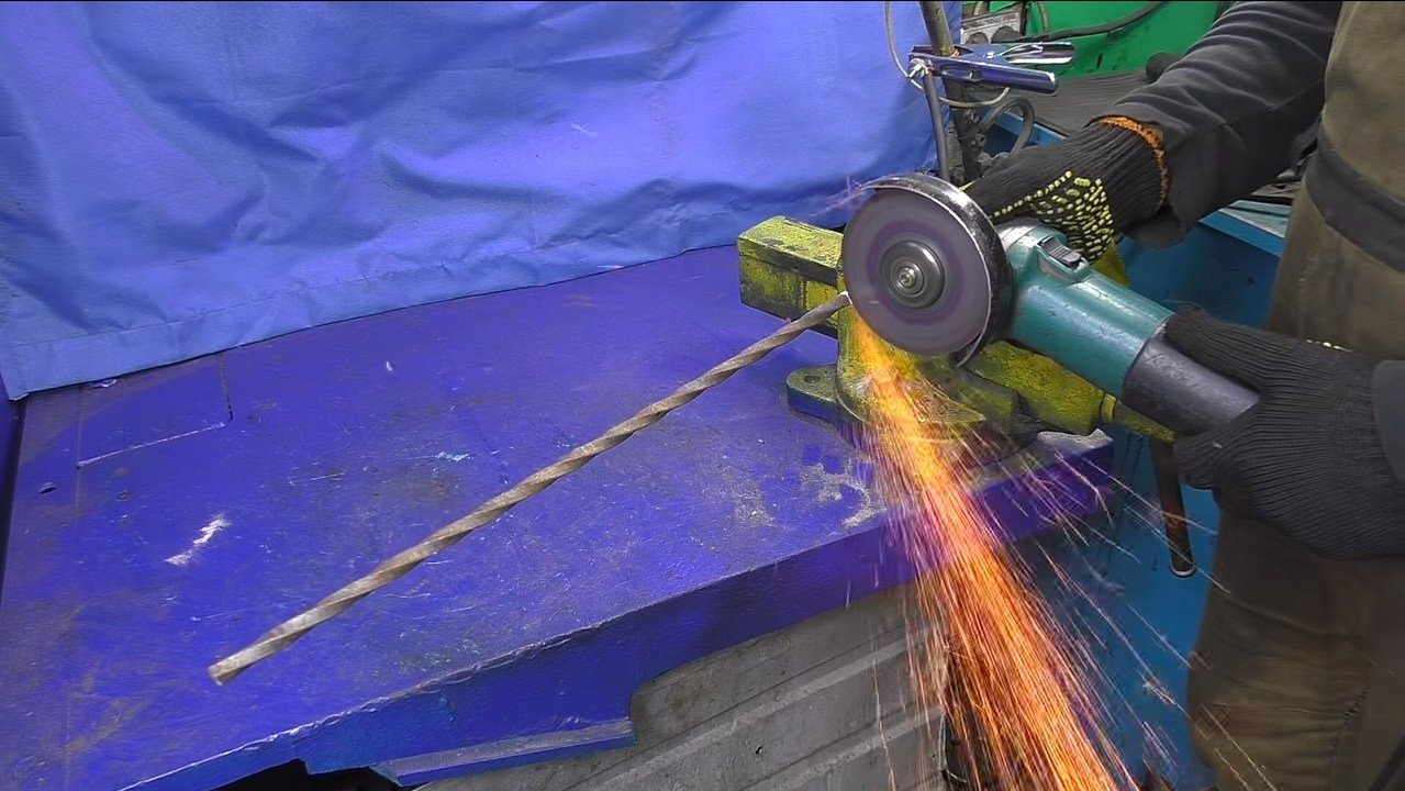 Шикарный мангал-гриль из автомобильных деталей