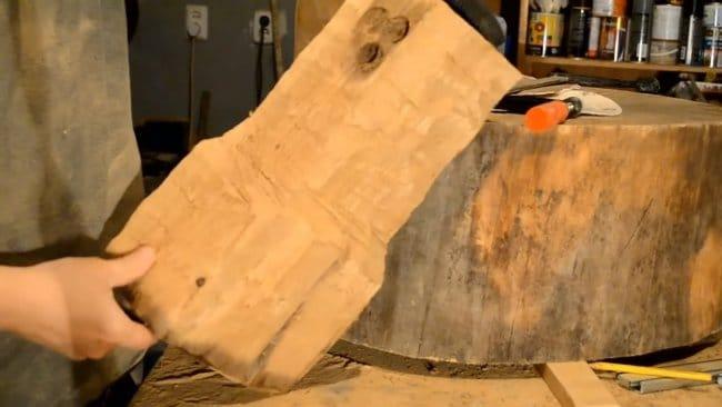 Столик из дерева с потайным выдвижным ящиком