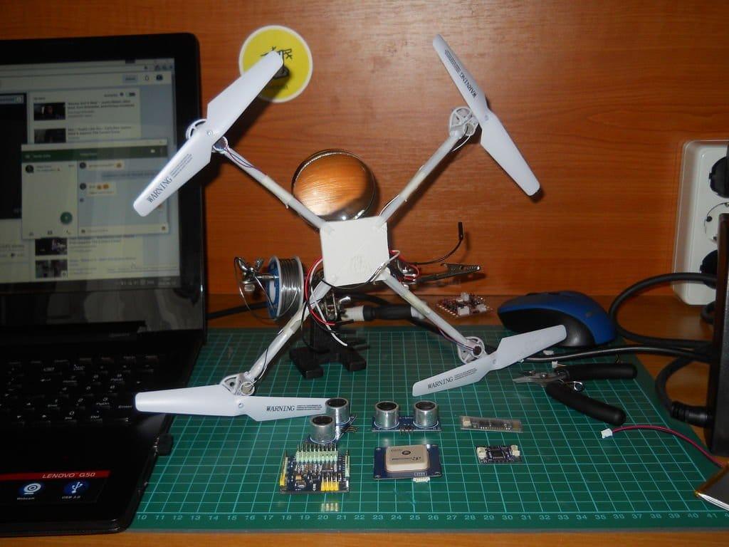 Самодельный летающий дрон с камерой, который следует за вами на автопилоте (на основе Arduino)