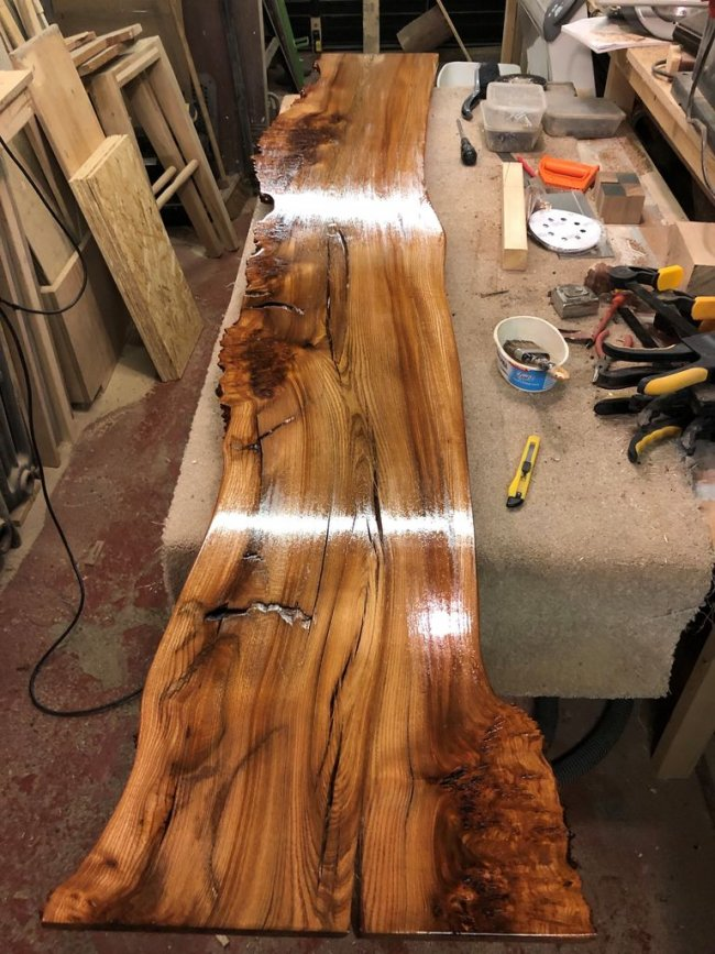 Большая кровать из разных пород дерева