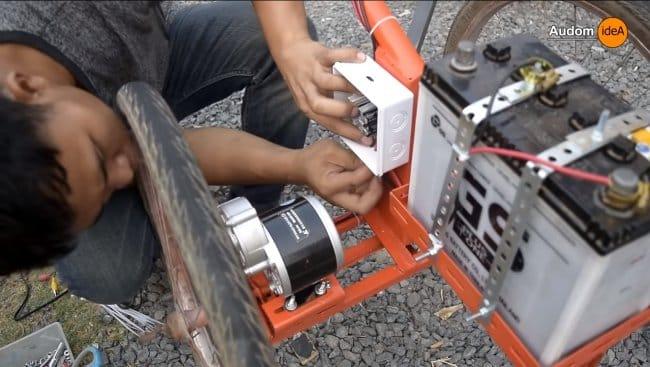 Мотоблок на электротяге с солнечной панелью