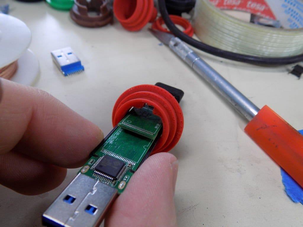 Двойная USB флешка с секретом