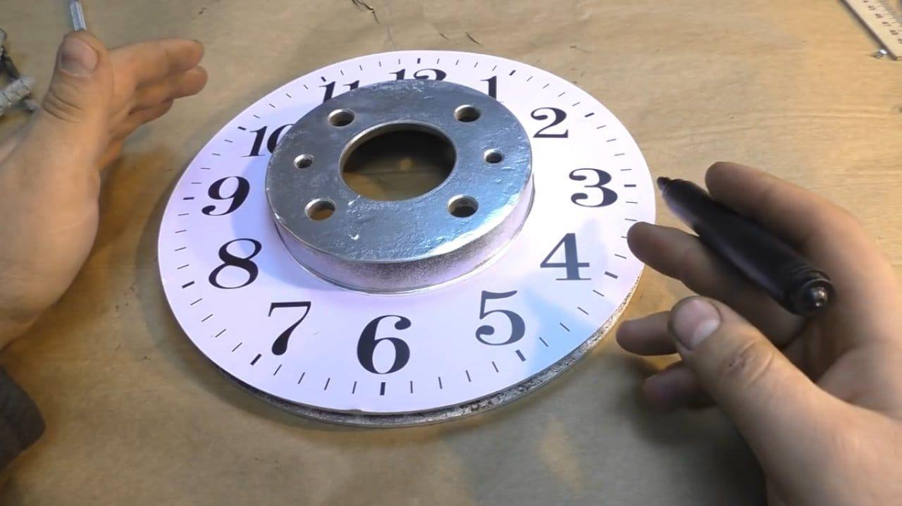 Часы из автомобильного тормозного диска