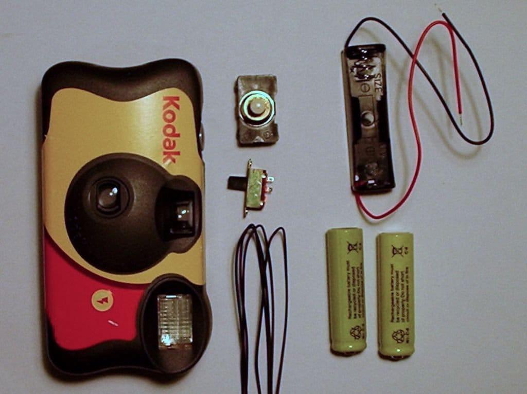 фотоаппарат сразу показывает разряд батареи можем друг друга