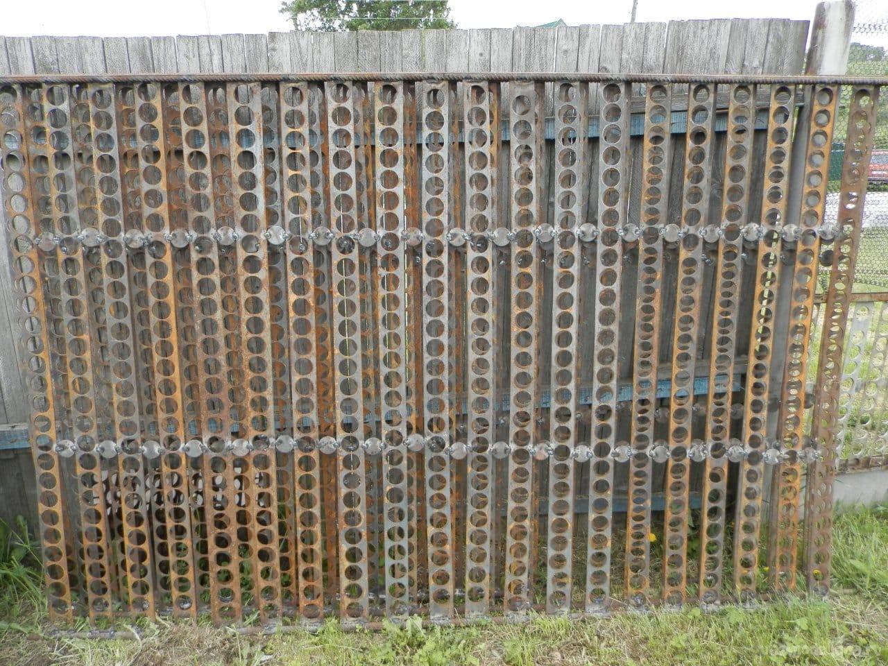 Забор из подручных средств