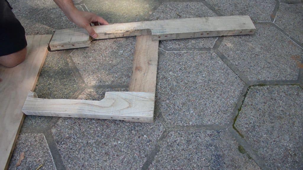 Шестиугольная скамья из деревянных поддонов