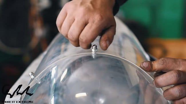 Пароход на пульте управления своими руками