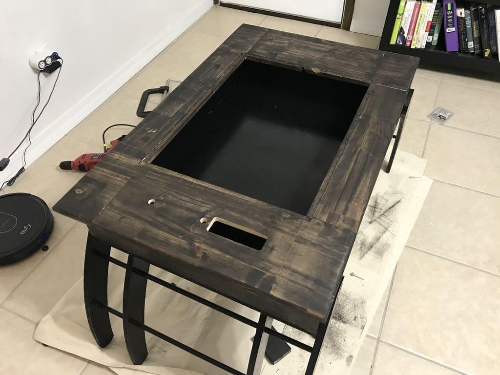 Журнальный столик с полем для рисования и ультрафиолетовой подсветкой