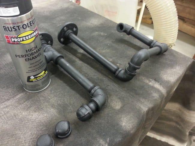 Встраиваемый стеллаж из водопроводных труб