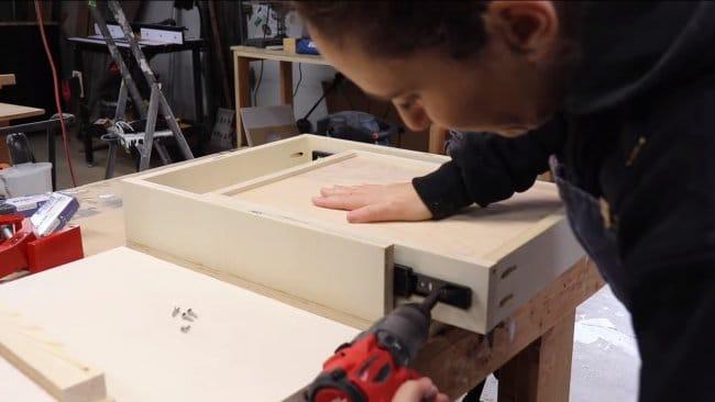 Изготовление туалетного столика в современном стиле