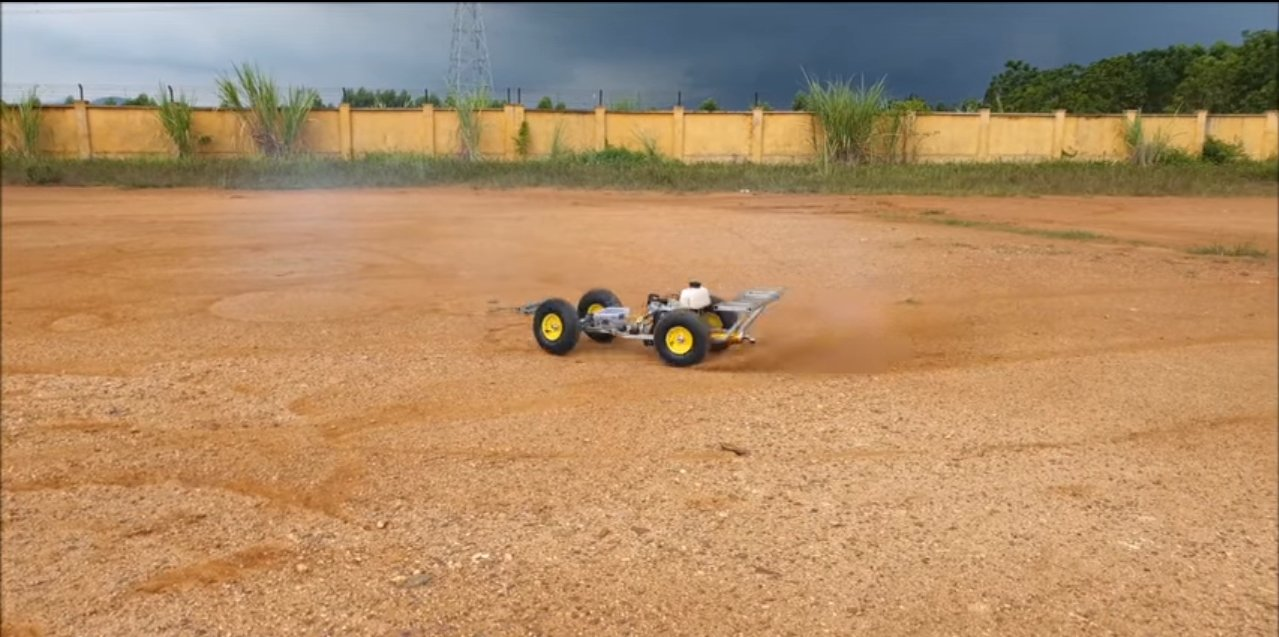 Машинка с бензиновым мотором на пульте управления