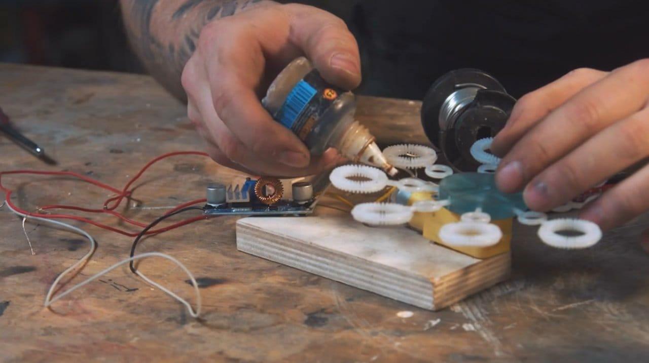 Генератор мыльных пузырей для выхлопной трубы автомобиля - развлечение в пробках